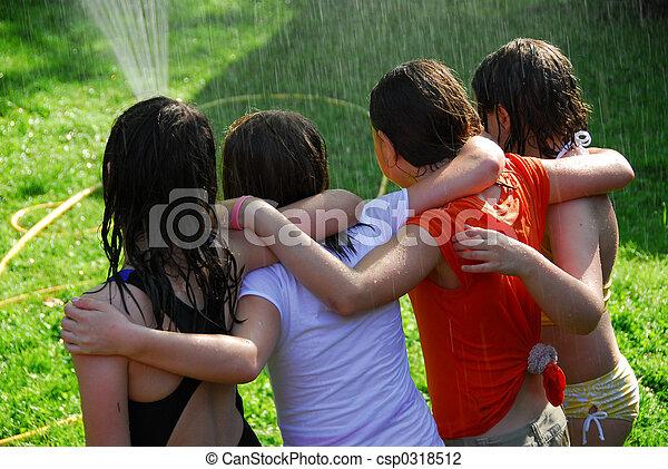 flickor, grupp, sprinkler - csp0318512