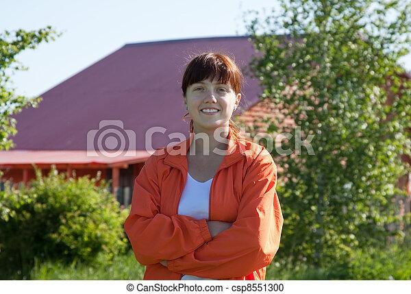 främre del, hem, kvinna, lycklig - csp8551300