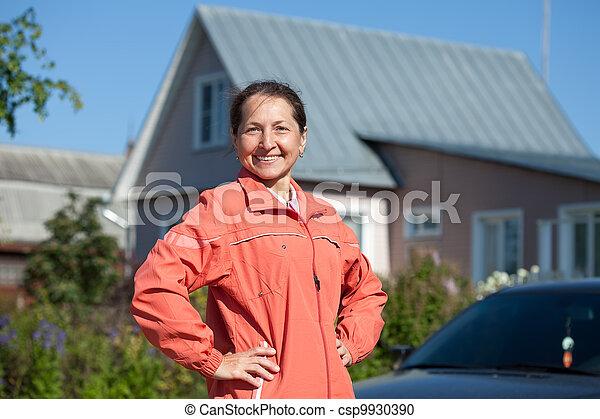 främre del, ny kvinna, hem - csp9930390