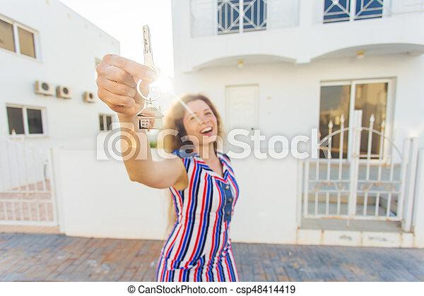 kvinna, stämm, hus, ung, färsk, främre del, hem, lycklig - csp48414419