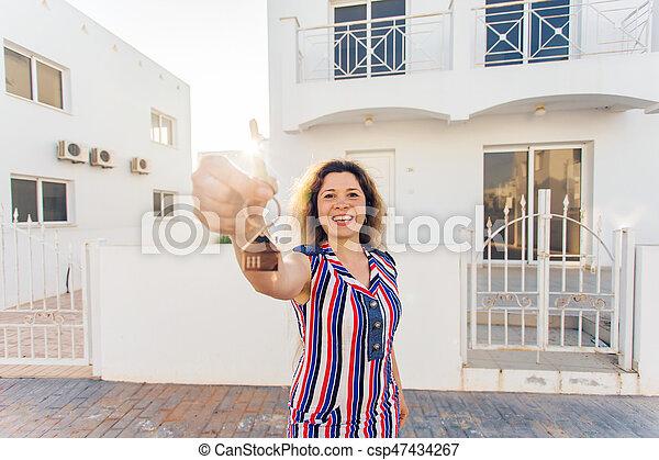 kvinna, stämm, hus, ung, färsk, främre del, hem, lycklig - csp47434267