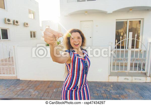 kvinna, stämm, hus, ung, färsk, främre del, hem, lycklig - csp47434297