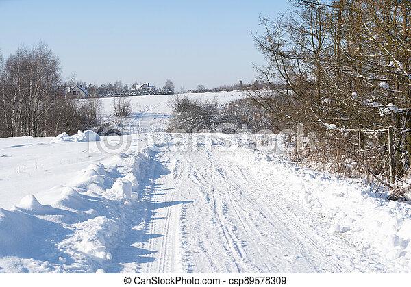 snö, se, bygd, väg, spår, kan, fyllda, winter., smuts, efter, removal., bilar, dig - csp89578309