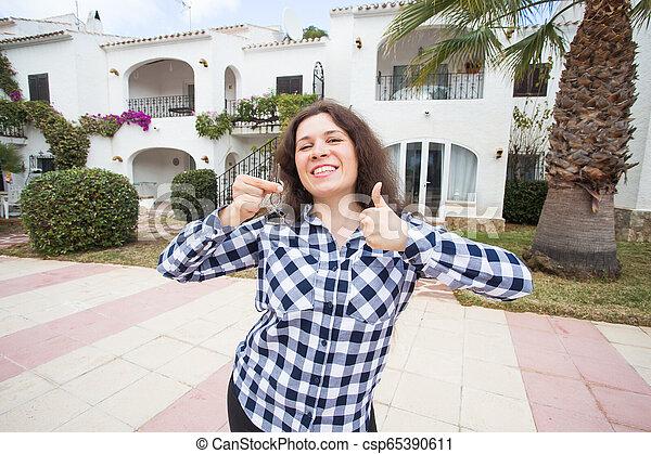 verklig, begrepp, egendom, stämm, hus, -, ung kvinna, färsk, främre del, hem, egenskap, lycklig - csp65390611